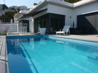 villa standing piscine vue mer - Roses vacation rentals