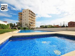 Apartment with large pool and children´s pool - L'Escala vacation rentals