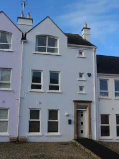 Bright 5 bedroom Portrush Townhouse with Internet Access - Portrush vacation rentals