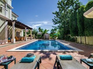Lovely 4 bedroom Vale do Lobo Villa with Internet Access - Vale do Lobo vacation rentals