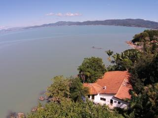 Great House on the beach (price in U$ Dollar) - Governador Celso Ramos vacation rentals