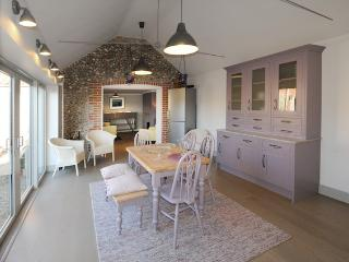 3 bedroom Cottage with Internet Access in Cley Next the Sea - Cley Next the Sea vacation rentals