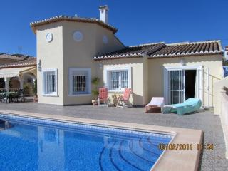 Casa Tryna,  Calpe Luxury Villa in own grounds  Pool wifi uk TV  - A/C all rooms - Calpe vacation rentals