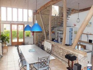 Converted barn near Montreuil, sleeping up to 12 - Saulchoy vacation rentals