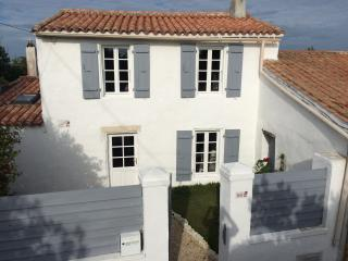 Nice House with Satellite Or Cable TV and Outdoor Dining Area - Clement des Baleines vacation rentals