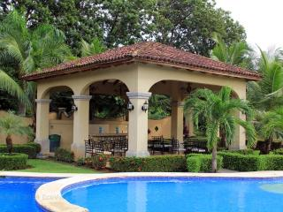 EcoVida Casa Blanca - Walk to the Beach! Huge Community Pools! - Playa Bejuco vacation rentals