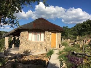 Perfect Lodge with Cleaning Service and Outdoor Dining Area - Figtree vacation rentals