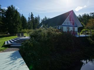 Perfect Chalet with Deck and Satellite Or Cable TV - Anderson Island vacation rentals