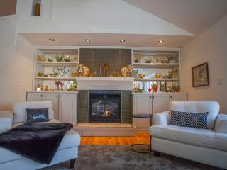 1000 Islands luxury, privacy & city proximity - Kingston vacation rentals