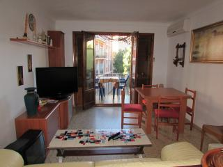 GAETAN apartment at 60 meters from the beach - Roses vacation rentals