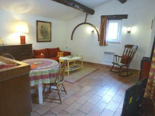 Holiday Apartment for 2 between Luberon and Verdon - La Bastide-des-Jourdans vacation rentals