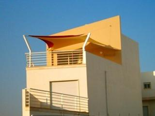 TOP FLOOR 1 BED APT 200  METRES FROM WATERFRONT - Cabanas de Tavira vacation rentals