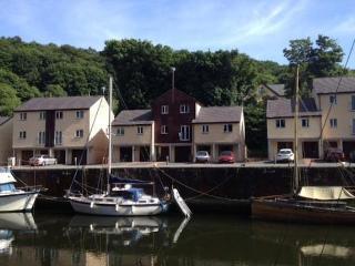 3 Bedroom townhouse, Y Felinheli, North Wales - Y Felinheli vacation rentals
