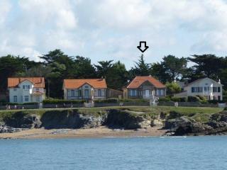 *** Beautiful Villa 1900. 6b. 9p. Ocean Front. - Prefailles vacation rentals
