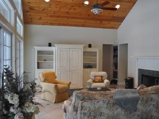 5 bedroom House with Short Breaks Allowed in New Lebanon - New Lebanon vacation rentals