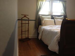 Evolving 1bedroom apt all for you - Cincinnati vacation rentals