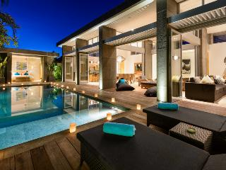 VILLA MANIS, LUXURY 4 BEDROOMS IN SEMINYAK - Denpasar vacation rentals