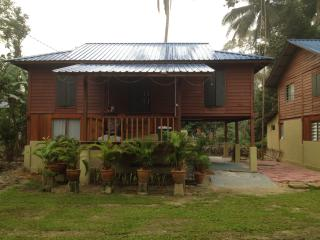 Bright 3 bedroom House in Hulu Langat District with Television - Hulu Langat District vacation rentals