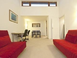 Beautiful Vacation Rental Penthouse with Balcony - London vacation rentals