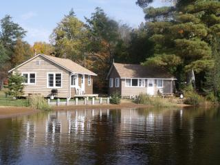 Parkway Resort, Trading Post, $8 pass, free wifi - Algonquin Park vacation rentals