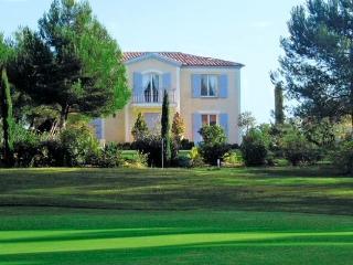 Bastide grand confort sur le golf de Pont Royal - Mallemort vacation rentals