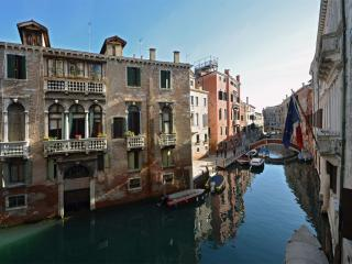 Beautiful Condo with Internet Access and Dishwasher - Venice vacation rentals