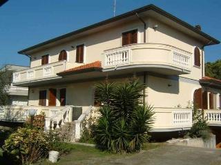 Apartment in Villa TIRRENIA 2 - Marina Di Massa vacation rentals