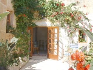 Lovely 3 bedroom Zurrieq Farmhouse Barn with Dishwasher - Zurrieq vacation rentals
