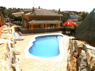 Villa 'Holiday Heaven', only 25km to Barcelona! - Sentmenat vacation rentals