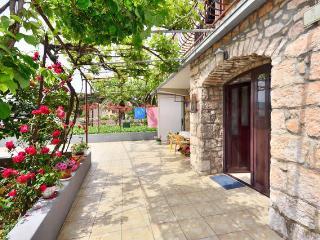 Studio apartment in the center - Stari Grad vacation rentals