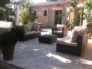 GORDES, INDIVIDUAL AND PRIVATE POOL HOME ON FENCED - Gordes vacation rentals