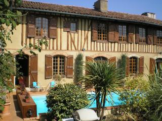 Cozy Gite with Internet Access and Hot Tub - L'Isle-en-Dodon vacation rentals