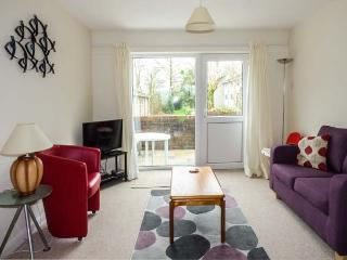 77 MANOR VILLAS, end-terrace on holiday resort, off road parking, patio, in Newquay, Ref 918182 - White Cross vacation rentals