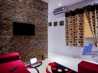 Charming Apartment with A/C and Satellite Or Cable TV - Abidjan vacation rentals