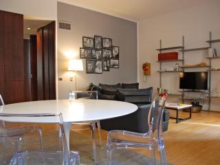 easyhomes Brera Fatebenefratelli - 1 bdr, x 4 pp - Milan vacation rentals