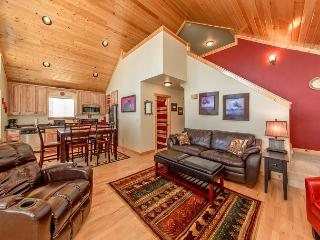 Cozy, New Cabin in Roslyn Ridge!  WiFi | Slps 7 | Seasonal Specials! - Ronald vacation rentals
