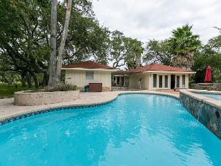 3BR/2BA Roomy Resort-style House with Pool, Sleeps 8 - Rockport vacation rentals