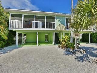 Walk to beach and more with heated pool - Siesta Key vacation rentals