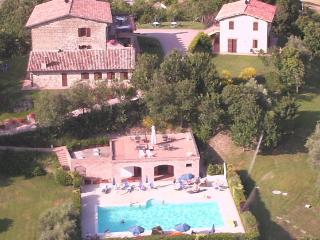 Gubbio holiday apartment rental with swimming-pool - Monteluiano vacation rentals