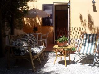 sweet home hotel rooms tripla vista giardino - Syracuse vacation rentals