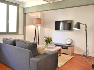BEAUTIFUL RENOVATED APT, IN OLD TOWN QUIET AREA - Nice vacation rentals