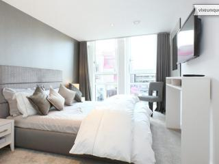 Sleek and luxurious 1 bed on Lamb's Passage, Moorgate - London vacation rentals