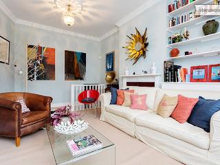 Colourful 2 bed family flat, Larkhall Rise, Clapham - London vacation rentals