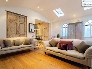 3 bed Chateau style home in leafy Richmond, Constance Close - London vacation rentals