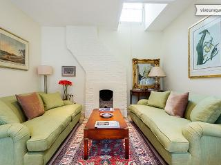 Charming 1 bed in Codrington Mews, Notting Hill - London vacation rentals