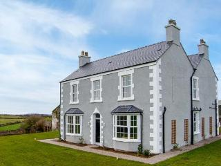 6 bedroom Farmhouse Barn with Internet Access in Llanerchymedd - Llanerchymedd vacation rentals