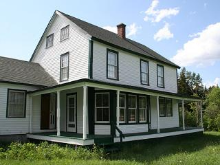 Charming 4 bedroom Lake Placid Farmhouse Barn with Internet Access - Lake Placid vacation rentals