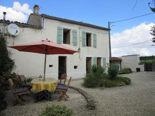 Nice Gite with Internet Access and Satellite Or Cable TV - Coulgens vacation rentals