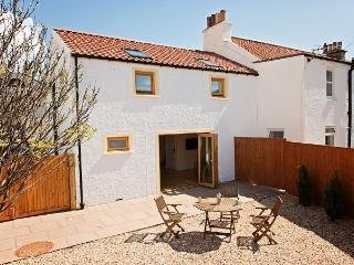 Cozy Cottage in Pittenweem with Outdoor Dining Area, sleeps 4 - Pittenweem vacation rentals