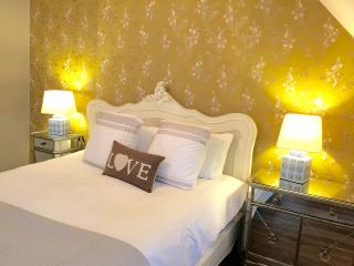 Kensington Boutique Apartment W14 - London vacation rentals